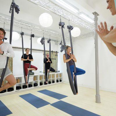 Arial yoga bij LIV Yoga. Jasmijn Dijkstra
