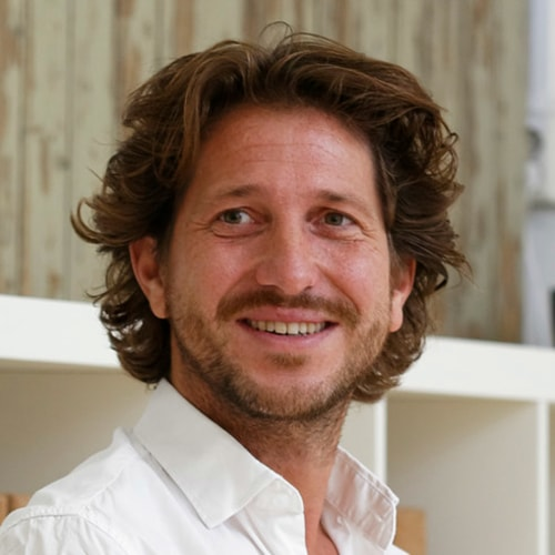 Docent Guido geeft Mindfulness en Yoga in Leiden