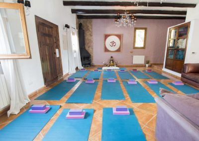 winter-yoga-ibiza-indoor